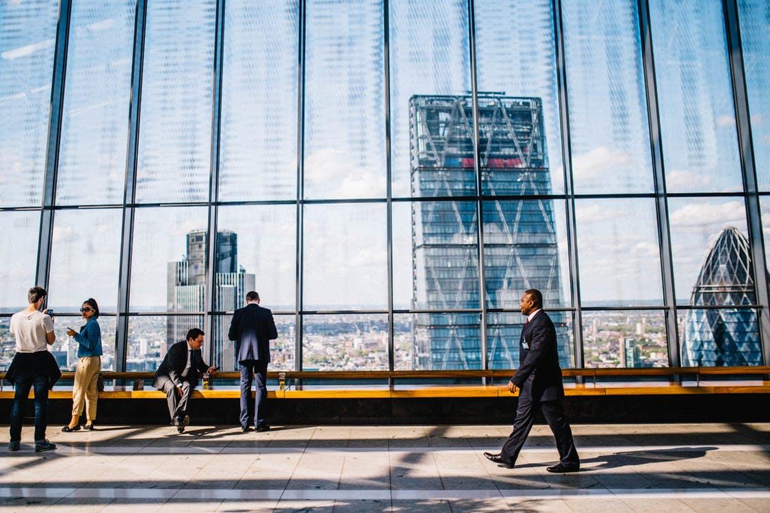 M&A nell'e-commerce: Richemont e un'OPA da 2,7 miliardi di euro