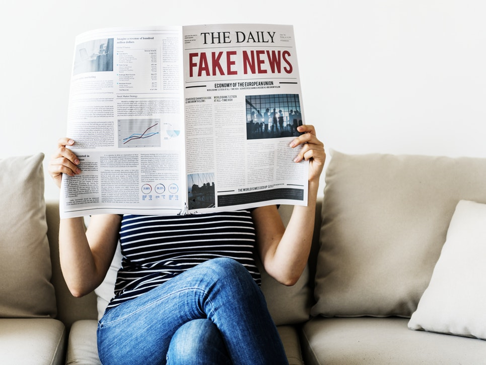 Inventare fake news è illegale?