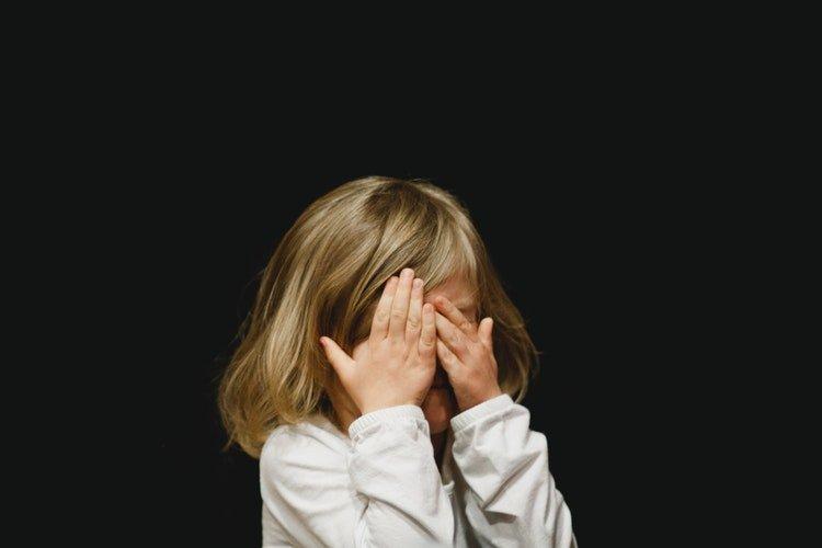 Il fenomeno del child grooming: l'adescamento di minori dentro e fuori la rete